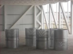 Interior del espacio generado en la planta 2º, donde se aprecia la colocación de los difusores antes de ser cerrado el cerramiento con cámara ventilada. En la imagen siguiente aparece el tamaño y forma de los difusores.