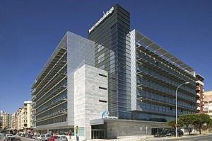 Figura 3. Detalle de las lamas fotovoltaicas Hotel Monte Málaga, Málaga, España.  Fuente: Isofotón