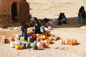 Figura 3: Mujeres en el pozo comunitarios de M'hamid el Ghezlane