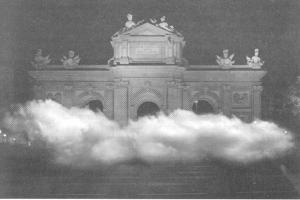 Fig. 6 La nube de la Puerta de Alcalá. Instalación de Daria von Werner para la Noche en Blanco.