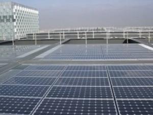 Figura 10. Detalle de la cubierta plana fotovoltaica del Distrito C de Telefónica en Madrid. Fuente: Iberinco.