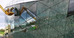 Imagen 13: Detalle de la fachada pixelada del edificio Orona Zero donde se aprecia el motivo impreso.